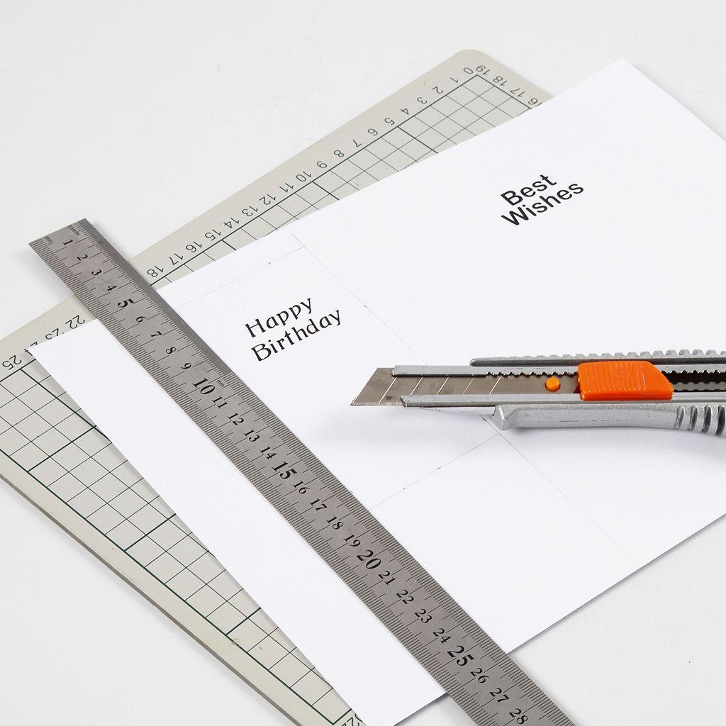 776f8396 Skriv ut en text på kartongen. Klipp kartongen så den blir 6 x 12 cm och se  till att texten är upptill, så det finns plats till utstansningen nertill.