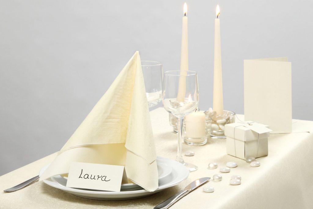 Bröllopsdekoration: Bordsdukning från Happy Moments