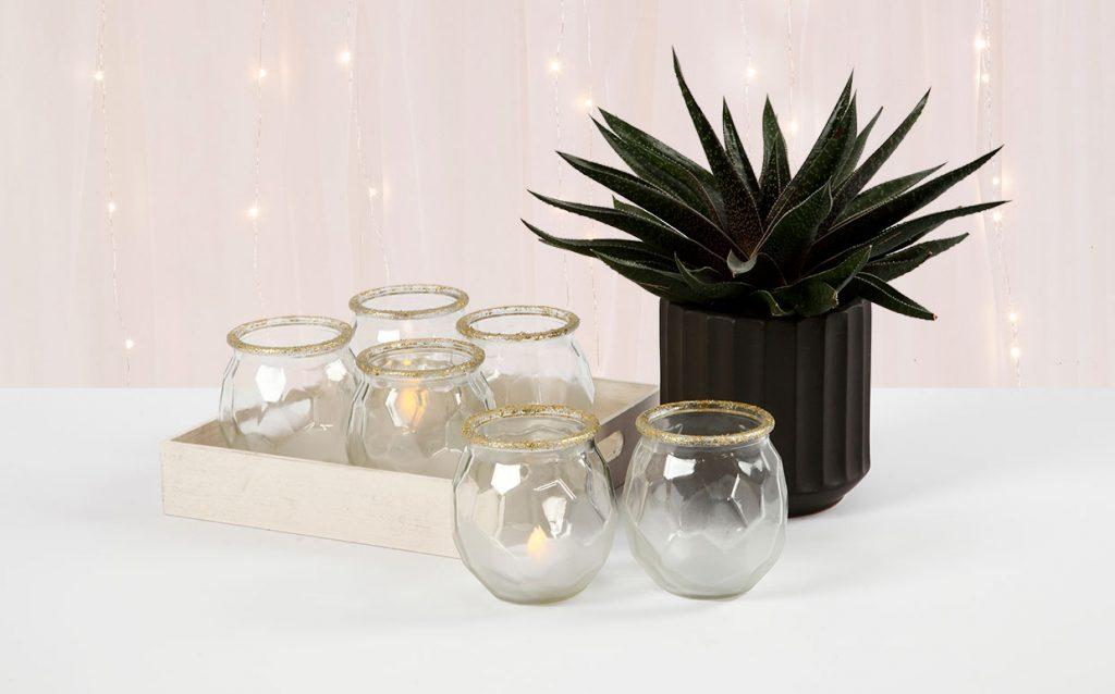Bröllopsdekorationer: Frostade ljusglas med guldkant