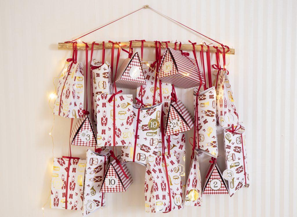 Paketkalender till jul - kreativ inslagning av kalenderpaket