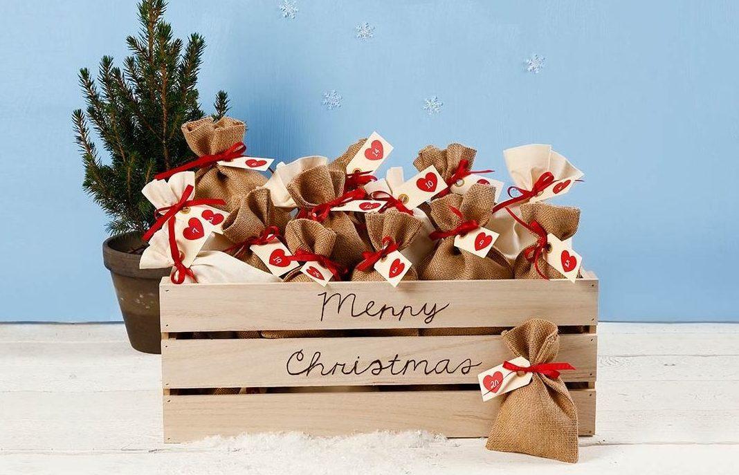 Paketkalendern till jul, kreativ inslagning av kalenderpaket