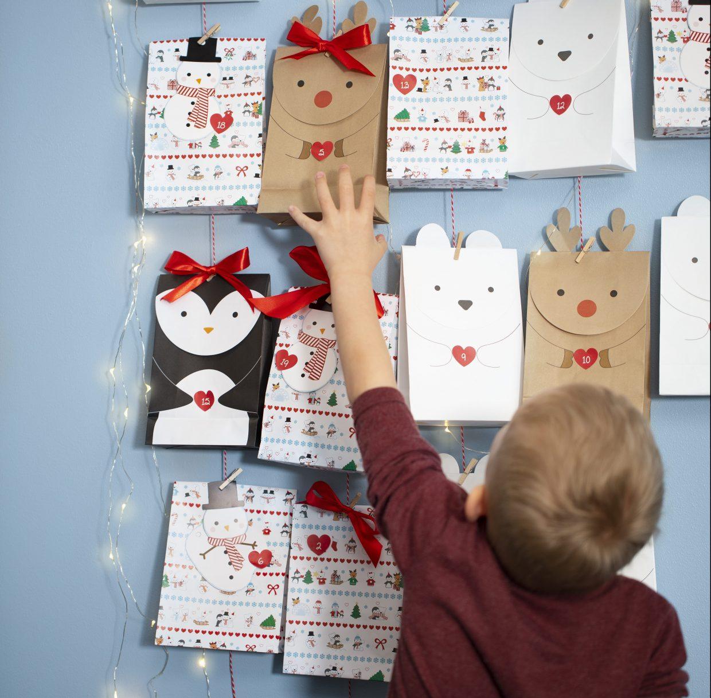 Paketkalender till jul - kreativ inslagning av kalenderpaket med polar tema