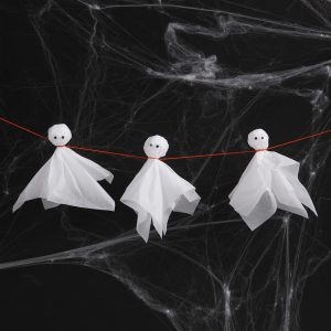 Kreativ halloween gör själv dekorationer med pappersklipp spöken