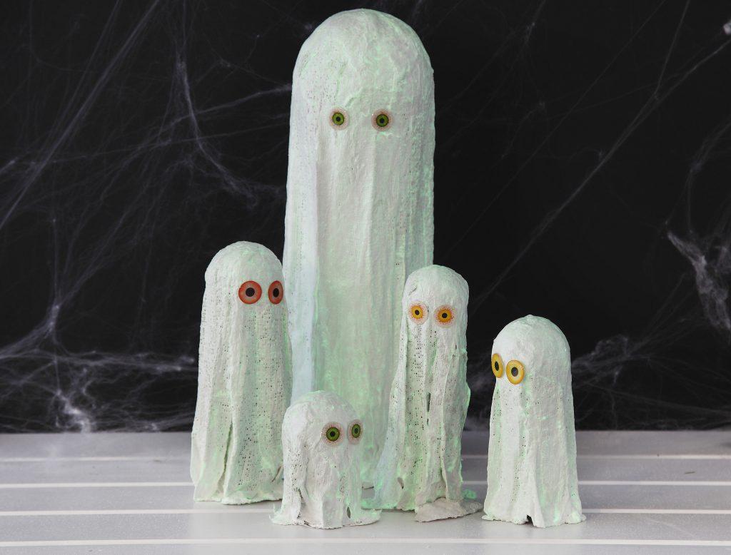 Kreativ halloween gör själv dekorationer med spöken