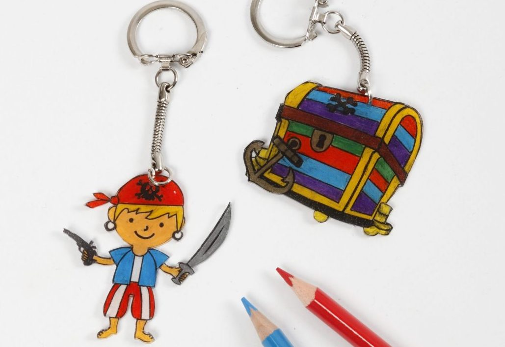 kreativa idéer till barn, krympplast med pirat, inspiration till dekoration