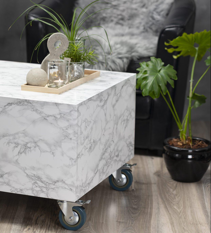 Var kreativ med självhäftande folie och folie med marmor och granit