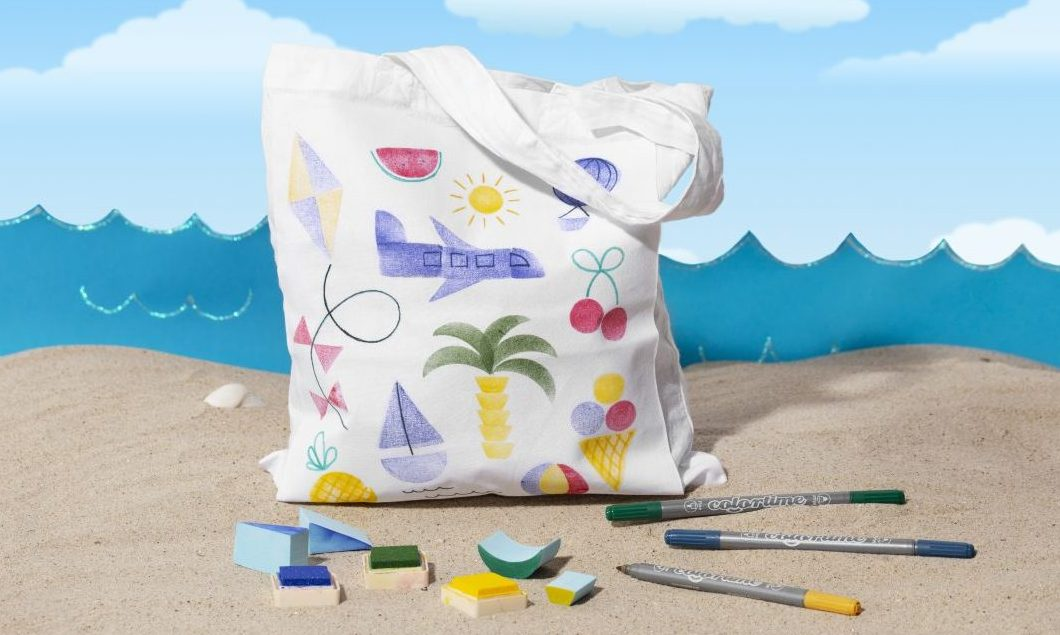 Rolig och kreativ ferie med barn - stämpeltryck på textil gör egen textilkasse