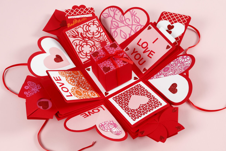 DIY explosion box som kreativa idéer till alla hjärtans dag