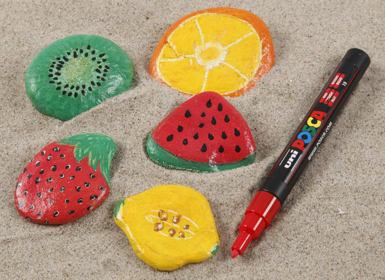 Inspiration till att måla på sten med bl.a. Plus Color tuscher och Posca tuscher
