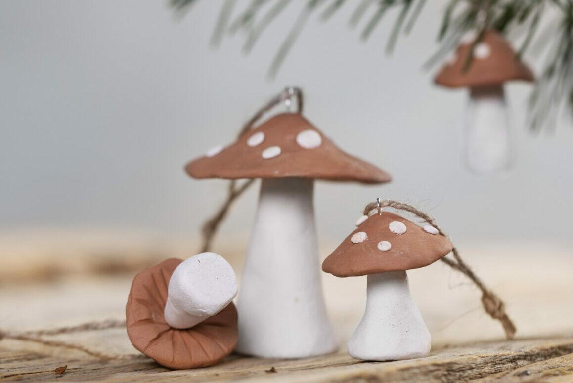gör egna juldekorationer med självhärdande lera - svampar