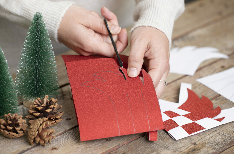 julpyssel till din diy jul med papper, kartong och dekorationer